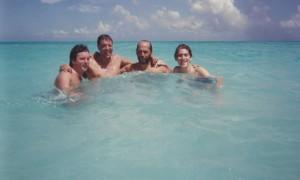 Playa del Carmen. Baño con Paco de Lucía y amigos.